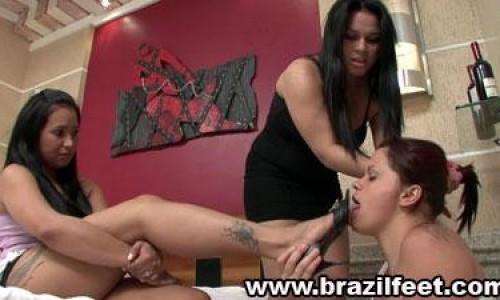 brunettess deepthroating brazil feet
